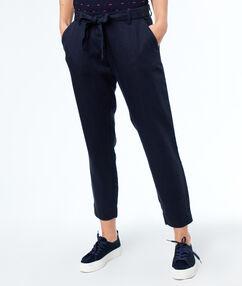 Pantalon carotte bleu marine.