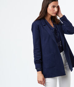 Veste blazer bleu marine.