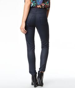Pantalon slim effet cuir bleu marine.
