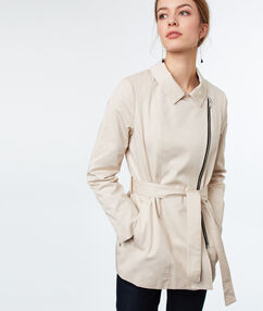 Trench court en coton beige.