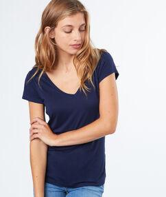 T-shirt col v bleu roi.