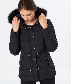 Manteau matelassé et capuche fourrure noir.