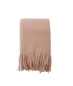 Écharpe à franges rose pale.