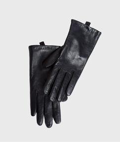 Gants en cuir noir.