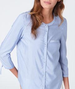 Chemise manches 3/4 à rayures bleu marine.