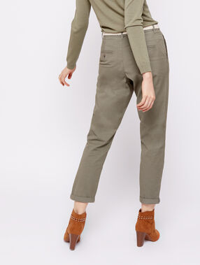 Pantalon court ceinturé en coton bio kaki clair.