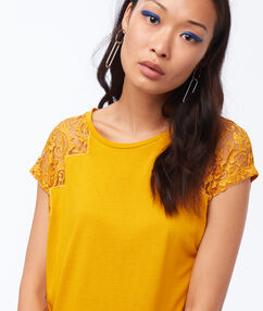 T shirt empiècement dentelle miel.