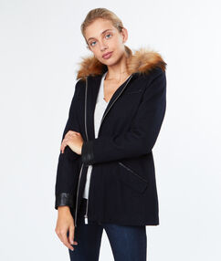Manteau à capuche fausse fourrure bleu marine.