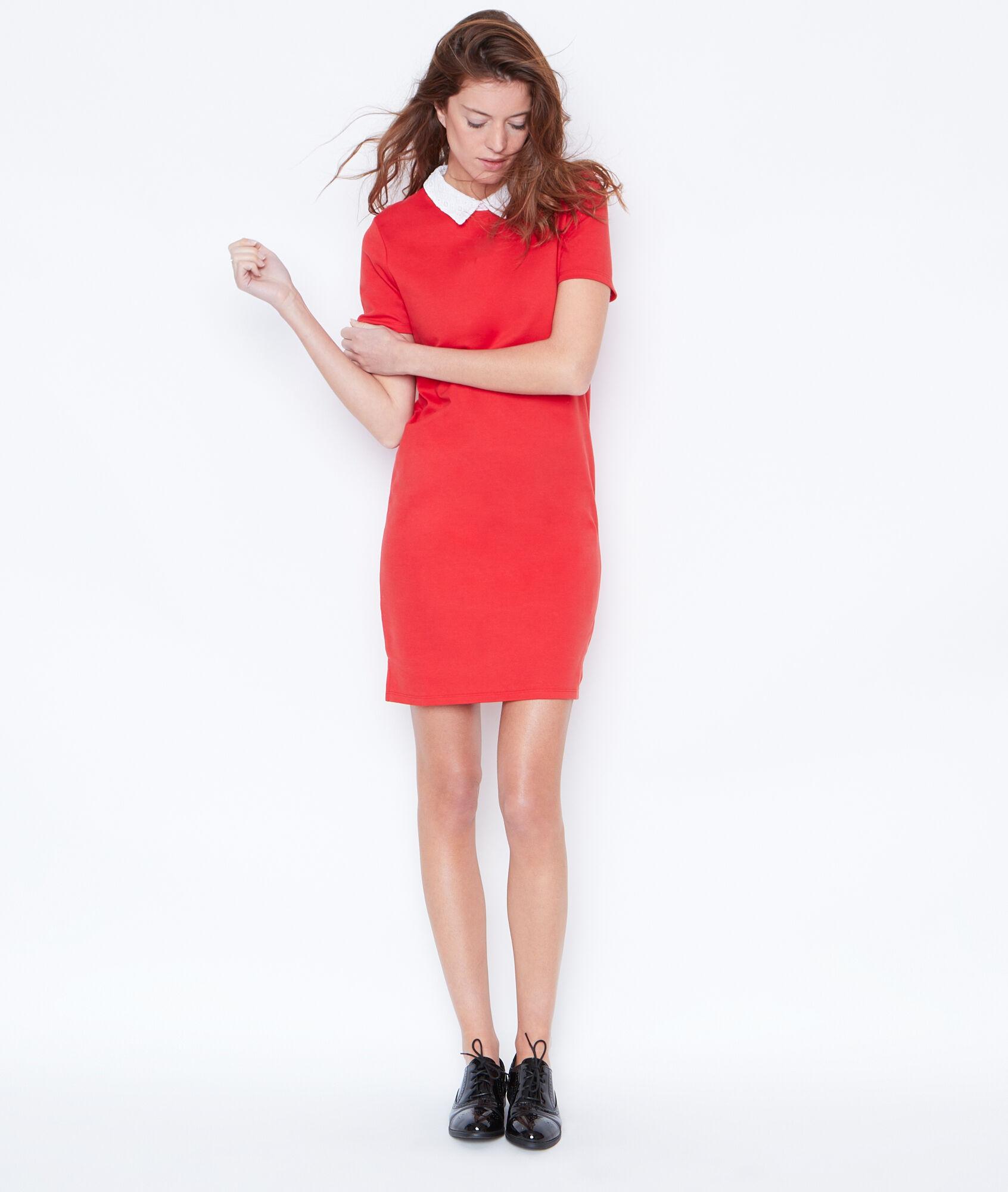 Robe rouge col claudine blanc