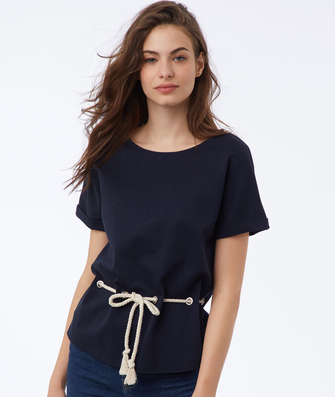Sweat shirt avec lacet bleu marine.