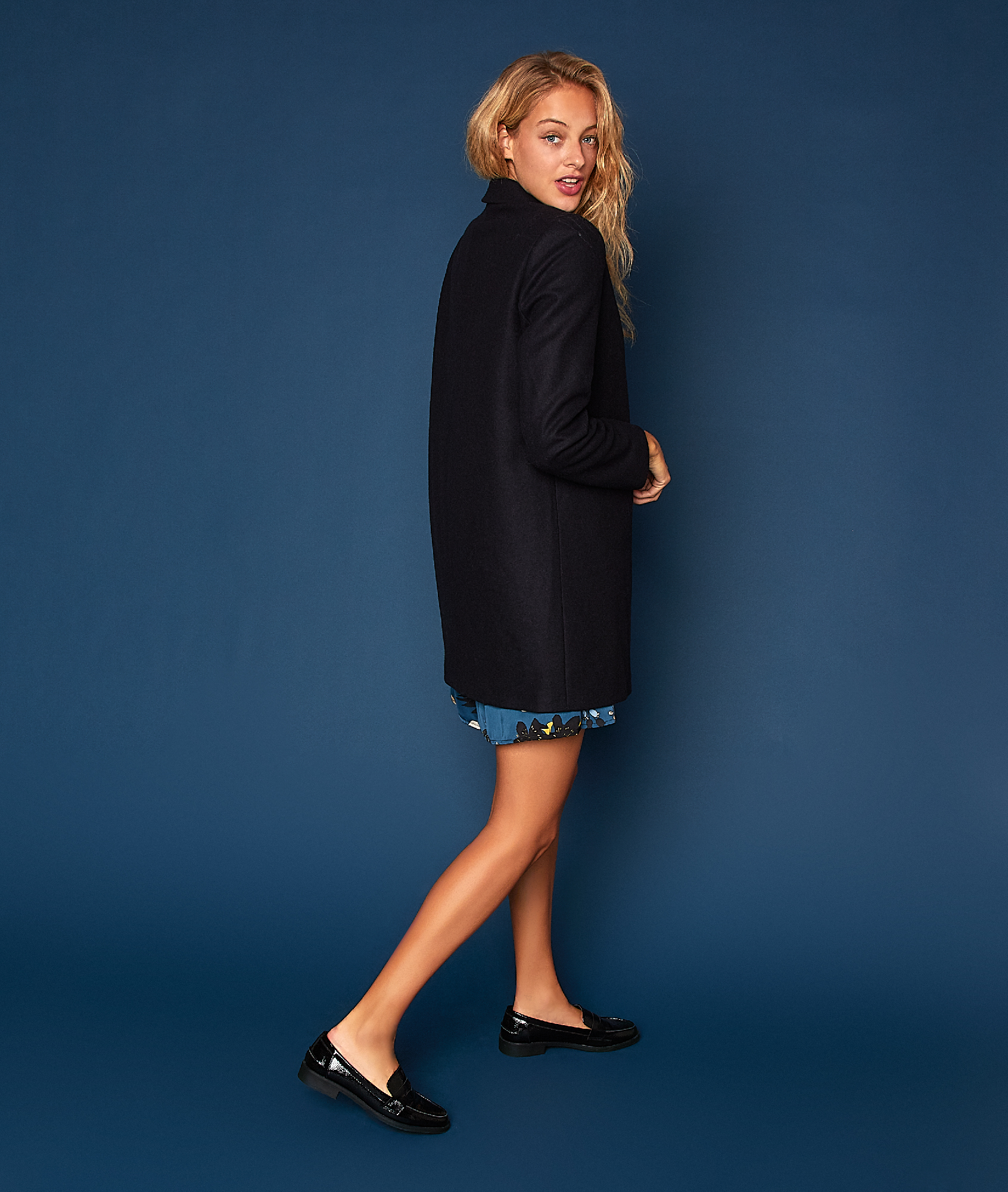 Manteau masculin 70% laine bleu marine.